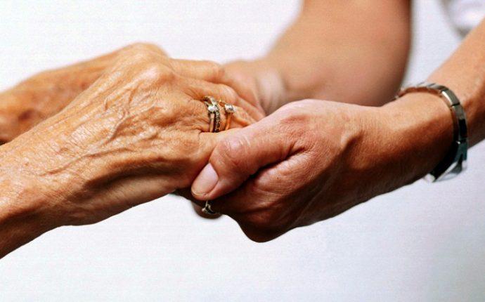 Vivências da morte de pacientes idosos na prática médica e dignidade humana
